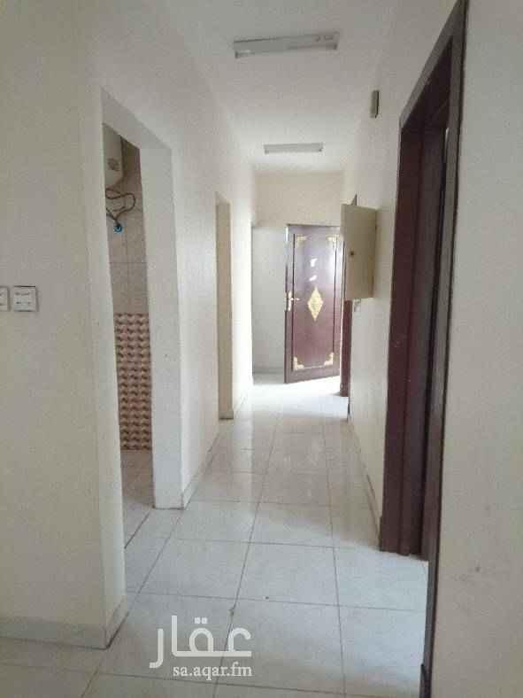 1640980 لاجار شقة عزاب في حي اليمامة جنوب الرياض قريب من مستوصف البستان مكونه من غرفتين وصالة وحمامين ومطبخ الاجار 7000. ريال   0541255256