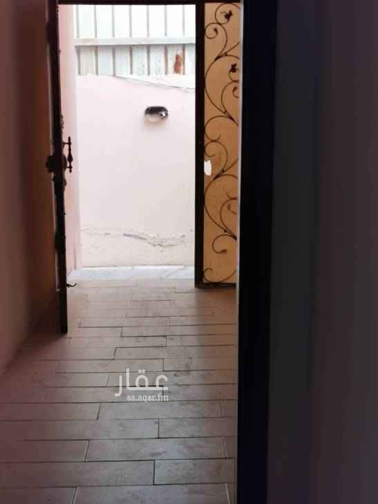1755921 شقة مكونة من ثلاث غرف ومطبخ وثلاث حمامات مدخل منفصل  الايجار شهري1500جريال شهري مقدم كل اول شهر