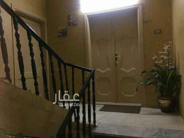 1675258 شقة دور اول لها مدخلين مكونة من اربعة غرف وحمامين وصاله ومطبخ التاجير لعائلة صغيرة قابل للتفاوض بحي هادي جدا