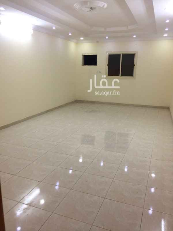 1288202 شقة 4 غرف وصالة و3 دورات مياه تمليك في السلامة الدور الثالث يوجد بها خزان علوي وسفلي للشقة