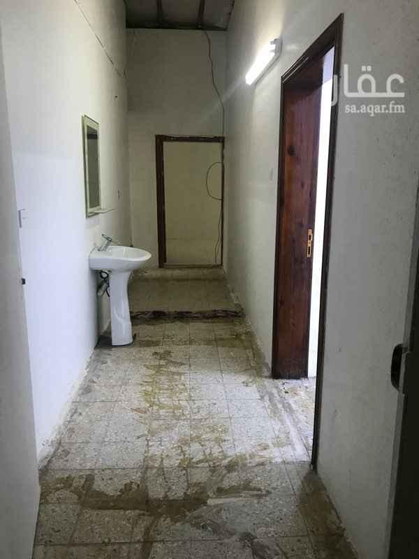1294297 ملحق للإيجار بالدفاع  غرفتين حمام واحد مطبخ حوش صغير المكيفات والمطبخ راكبه للاستفسار وتس او اتصال ٠٥٤١٥٢٠٥٤٠