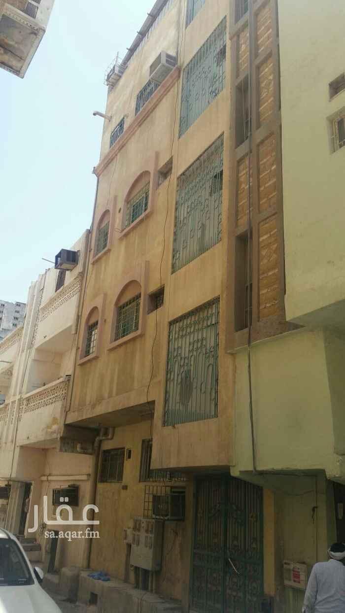 1651887 للبيع عماره في حي الباديه  5شقق  عوايل  المساحه 82   الشقق تتكون من غرفتين وصاله وحمامين ومطبخ  ويوجد مصعد  مطلوب 400  0541534441