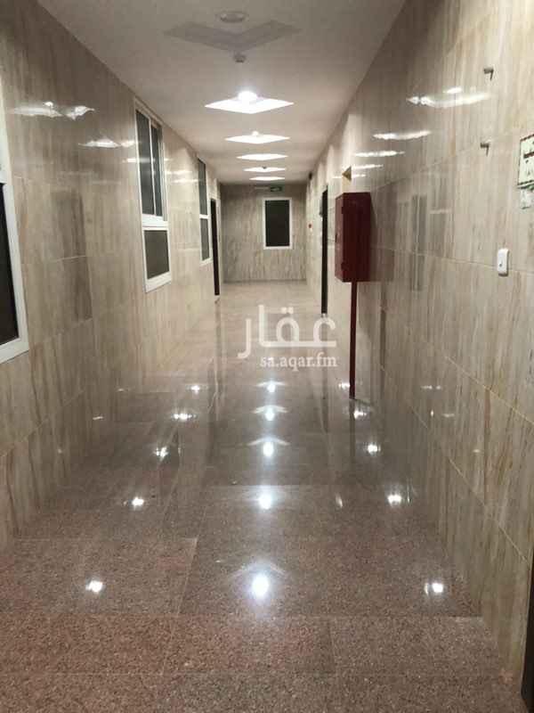 1148013 مكتب في الدور الاول مساحته ١٠٣م بـ٣٠ الف مكتبين مساحتهم ١١٤.٥م بـ ٣٥ الف مكتب صغير في السطح مساحته ٨٠ م ب٢٥ الف يوجد مصعد في العماره