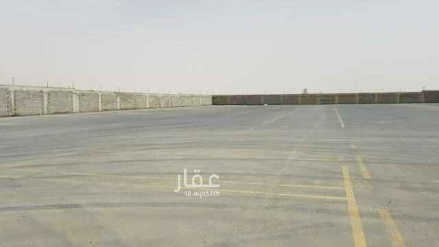 1751385 حوش للايجار مزفلت ازفلت جديد مسور ارتفاع ٤ امتار مساحة ١١٥٠٠ متر