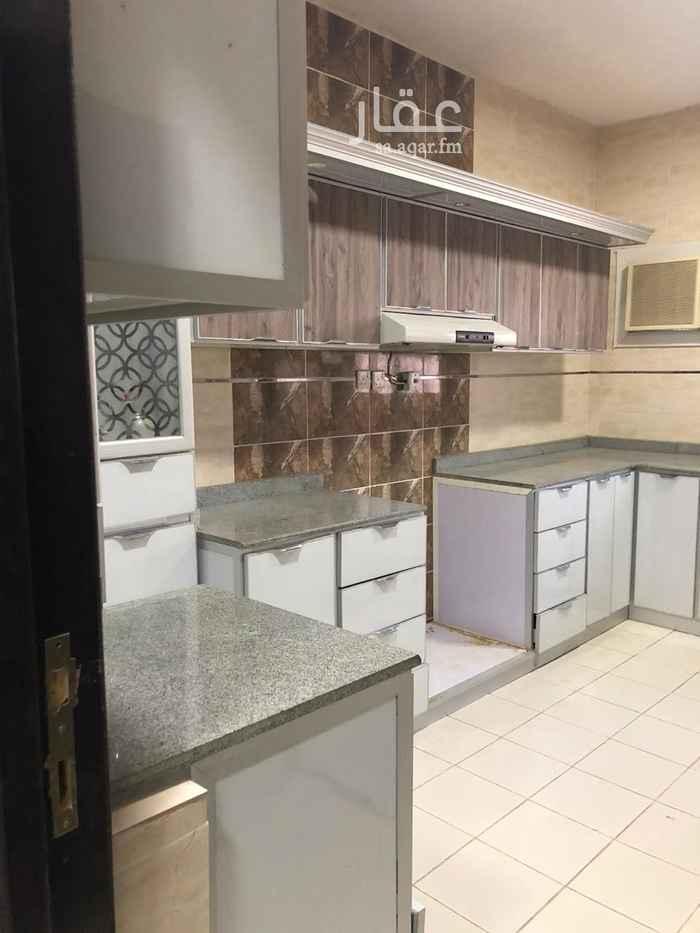 1812291 شقه للايجار تتكون من ٤ غرف وصالة ومطبخ ودورتين مياه راكب مطبخ ومكيفات