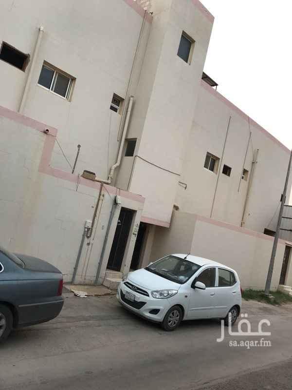 1538582 شقة للإيجار  الدور الأول  مدخل مشترك  تتكون من : ' مدخلين  ' ثلاث غرف نوم ' صالة  'مطبخ ' دورتين مياه