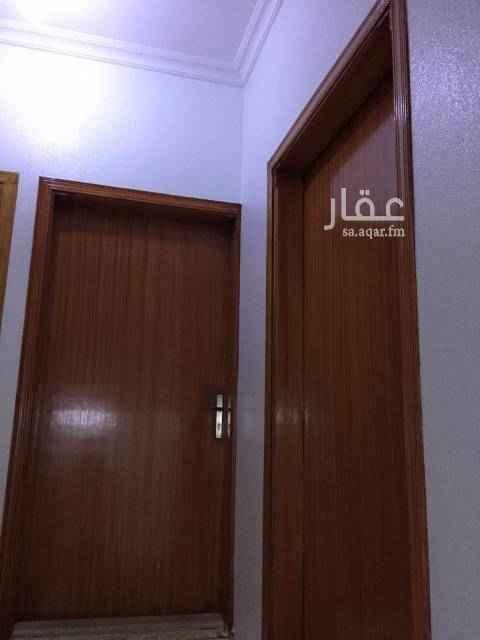 1674577 شقة ب فلة دور علوي الشقة نظيفة جدا