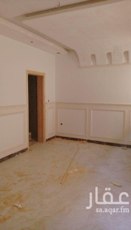 1290585 يوجد فيلا روف نص جديده  مع السطح مكونه من 5 غرف وغرفة شغاله وغرفة سائق وخزان علوي وسفلي قريبه من مسجد وحديقه المطلوب 650 الف نهائي