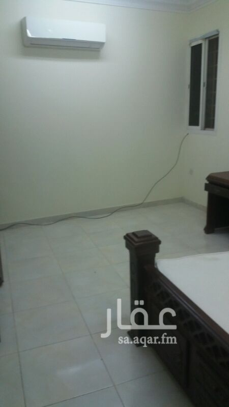 1258116 غرفه وحمام ومطبخ راكب مكيف اسبلت وراكب مطبخ الغرفه بها أثاث خشب
