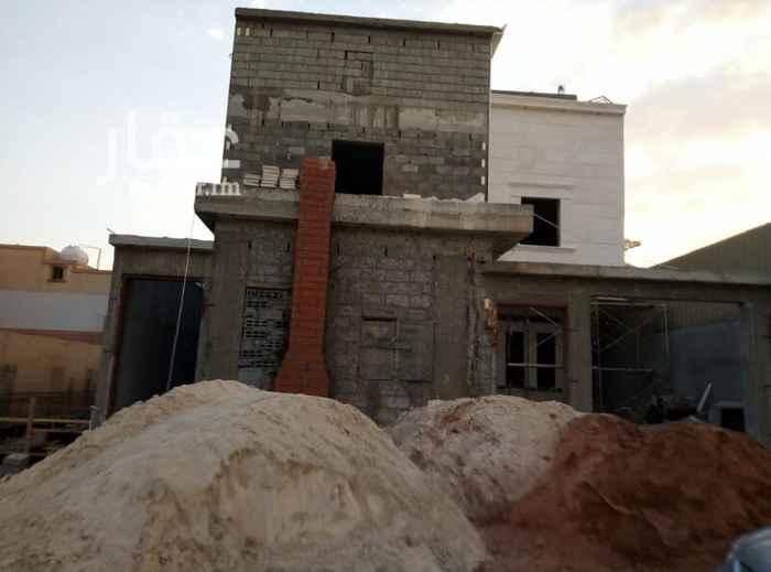 1731112 فيلا للبيع جديدة درج داخلي وشقتين بحي القادسية شارع قابوس بجوار جامع الرويسااان السعر مليون و450الف