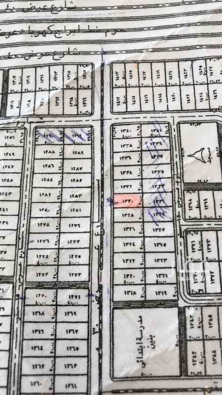 1769891 قطعة في مخطط أ شارع ٣٠ شمالي المساحة  ٨٠٠ م  سوم ٤٥٠ حد ٤٧٠