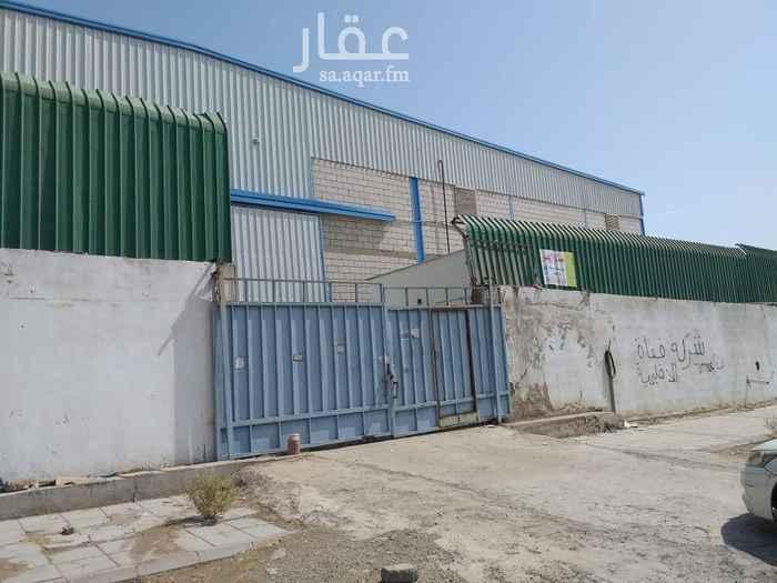 1561486 مستودع للايجار بحي النخيل على شارعين وممر مساحته  الإجمالية ٢٦٠٠م والتخزينيه تقريبا ٢٠٠٠ متر مربع مجهز بوسائل السلامه