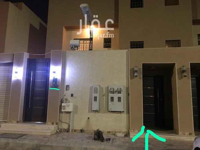 1505655 شقة في السطح مكونة من مجلس و غرفتين وصالة مكيفات ومطبخ راكب  يوجد سطح صغير لها  المدخل مسترك