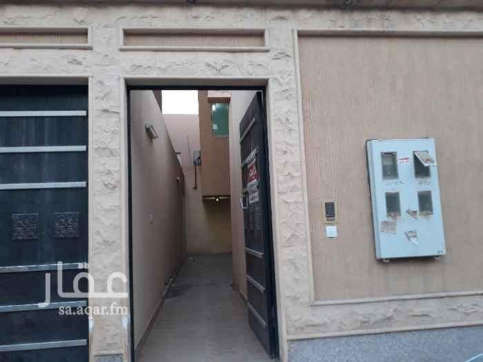 1305125 حي الصحافه شمال الإمام سعود الفيصل وشرق العليا مدخل خاص مطبخ ومكيفات راكبه ومعها سطح صغير مستعمله