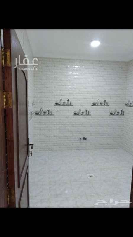 1524381 شقة جديدة للايجار  ٣ غرف  ٢ حمام  ١ صالة  ١ مطبخ  موقف سيارة  في موقع مميز  0544876827