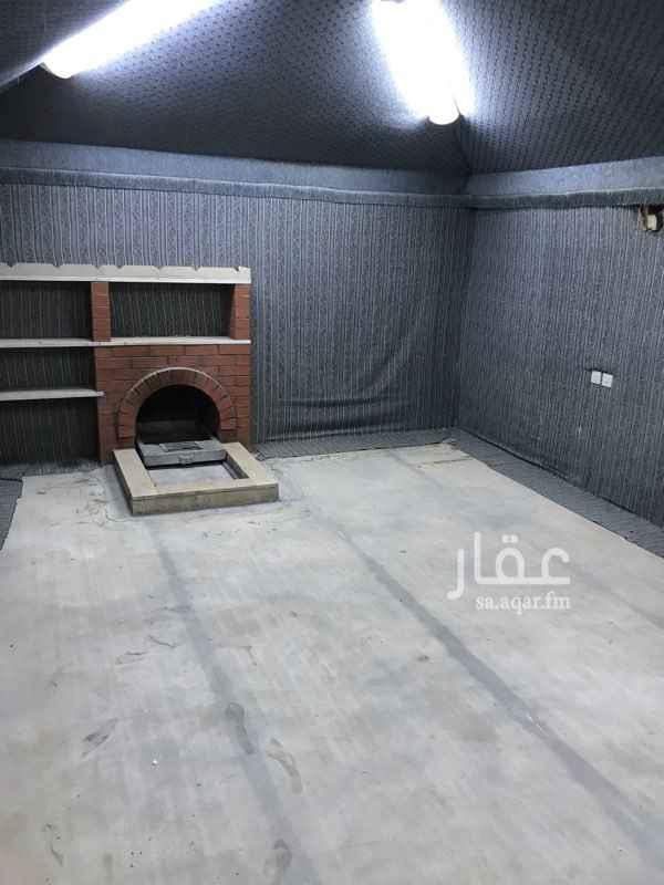 1554803 تتكون الاستراحة من غرفه٤*٤وخيمه فيها مشب ٤*٦ومطبخ ٢*٣راكب وحمام