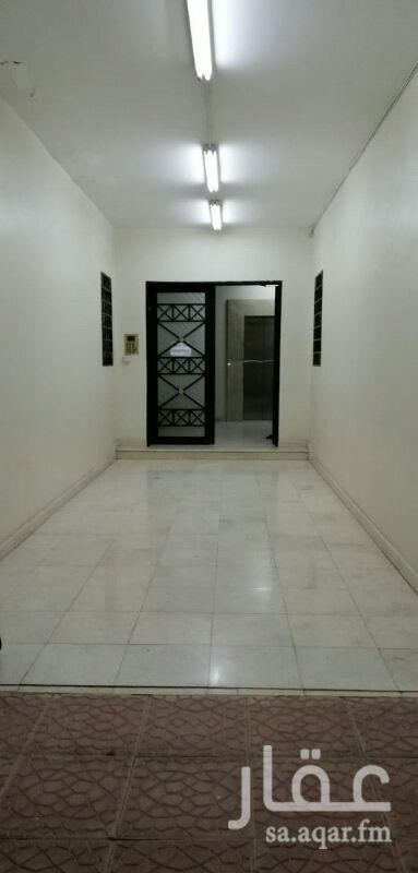 1289623 شقة غرفتين وصالة ومطبخ و٢ دورة مياه مكيفات راكبة العقار بحالة ممتازة