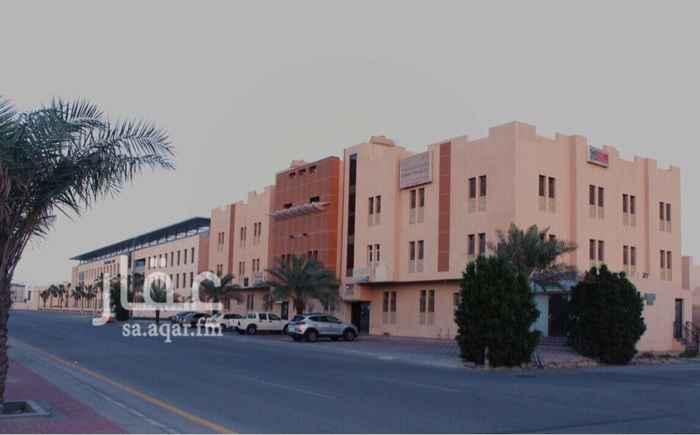 698675 مكاتب تجارية للإيجار مساحة ٩٢ م  مكيفة ، مكون من ٣ غرف. حي المنتزة في الراكة ، شارع طارق بن زياد  