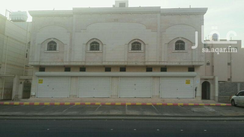 1057603 توجد 4 محلات تجارية جديدة مساحة المحل الواحد 24 م يمكن فتح كل محلين مع بعض لتصبح مساحتهما 50 م على شارع 40 جوار قاعة ولايف بمخطط الدوحة بعزيزية المدينة.  * المراسلة على الواتس 0545835451