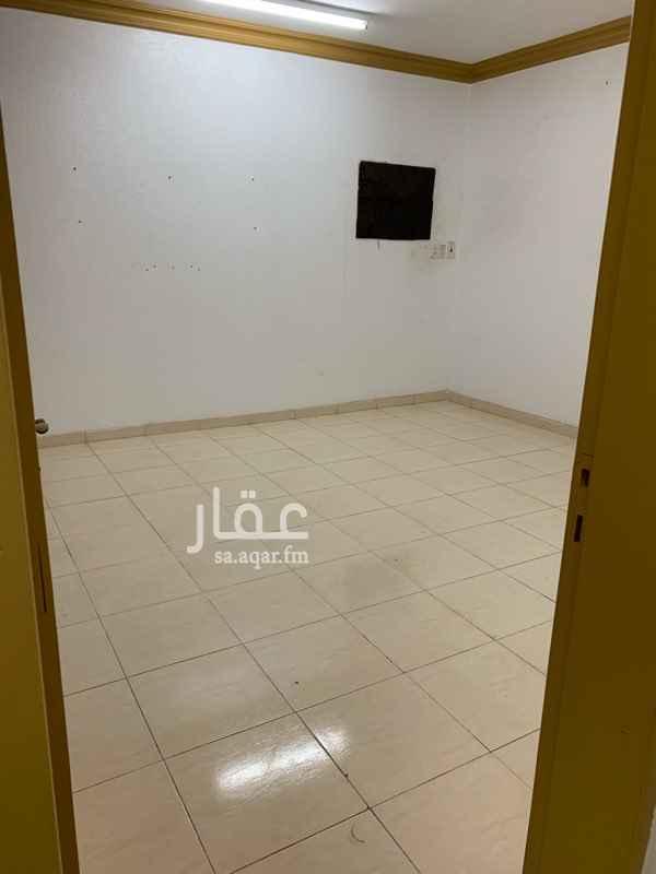 1660762 شقة الدور الاول  ثلاث غرف وصالة وحمامين ومطبخ  ملاحظة: يفضل التواصل عبر الواتساب  0546101444