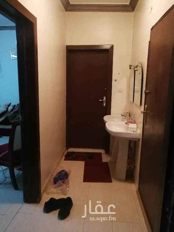 1426437 غرفة بباب مستقل وحمام  مفروشة بالكامل الاجار شامل المياه والكهرباء  الدفع كل شهرين  العقد شريعة المتعاقدين