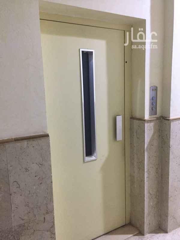 1562137 مكتب صغير في عماره مكتبيه مرخص من البلديه.  مكيفات سبيليت. ويوجد مصعد. المساحه ٥٠ متر.