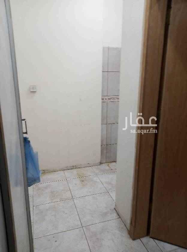 1604614 غرفة وحمام ومطبخ فاخره مكيف راكب يوجد مصعد ويوجد جميع الخدمات بجوار العماره ويوجد قبو للتواصل مصطفى سعيد 0546863989