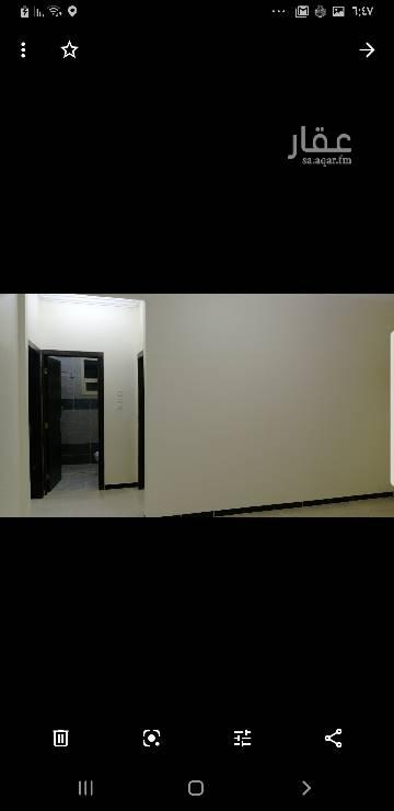 1679100 شقة في الشروق (المعالي)  الدور الثالث مدخلين وبدون سطح طبلون مستقل مكونه من غرفتين وصالة ومجلس ومطبخ ودورتين مياه جميع الغرف 4*4 الايجار سنوي 12000 كل ستة اشهر 6000 الايجار الشهري 1200 للتواصل ٠٥٤٦٨٩٨٠٠٠