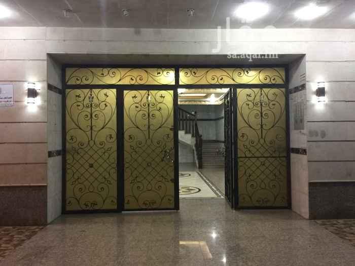 """1688079 """"للعوائل فقط"""" دفع شهري، ١,٣٣٣ ريال كل شهر (الاشهر الميلادية)  شقة بحي الشرفية بناية المؤمنون شرق شارع التوبة بجوار مسجد ابو بكر الصديق قريبة جداً من مستشفى بخش  مكونة من: ٢ غرف (٤م X ٤م)  وصالة (٣.٥م X ٤م)  ومطبخ (٣م X ٣م) مع الخزائن و ٢ دورة مياه  المطلوب: حساب ابشر لتوثيق العقد الالكتروني (عقد ايجار) ١,٣٣٣ ريال دفعة اولى ١٠٠٠ ريال تأمين مسترجع عند الخروج وعند انتهاء العقد ٢.٥٪  (٤٠٠ ريال) رسوم العقد الالكتروني  للتواصل: المالك لؤي: 0553710800 الحارس ممتاز: 0550495518"""