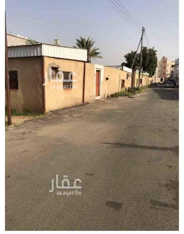 1703902 بيت للبيع على اربع شوراع بجوار مسجد الغامدي حي المعترض