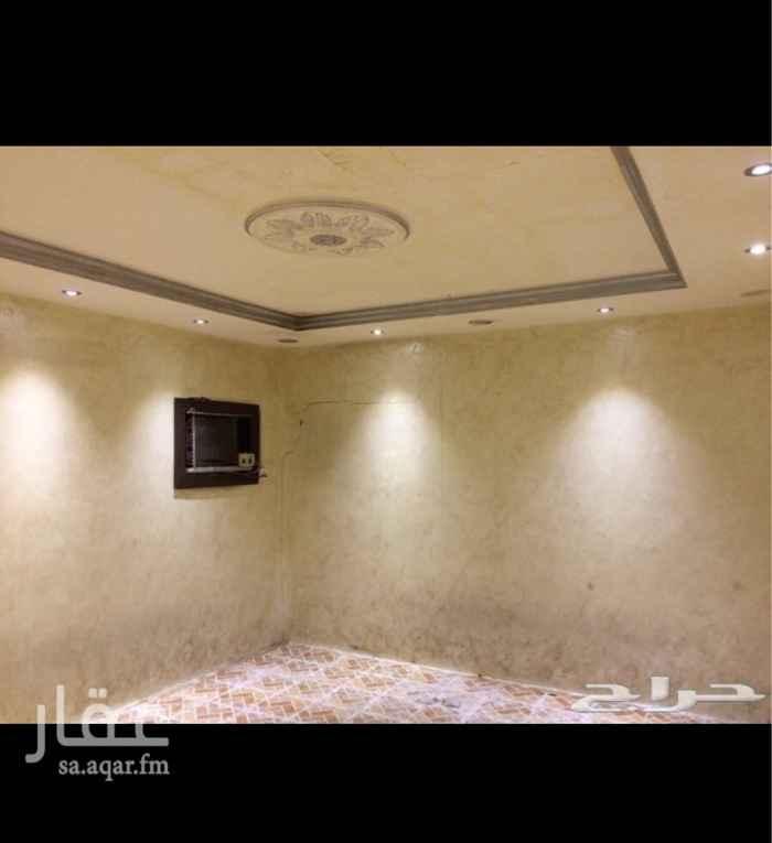 1117862 استراحة بالعزيزية   ش الامام مسلم   غرفة مع ومطبخ راكب  وحمام  مكيفة ومفروش الموكيت   مدخل خاص على شارع الامام مسلم   مساحة الغرفة 4/4  مطلوب 800    شامل الكهرباء والماء   0547300070