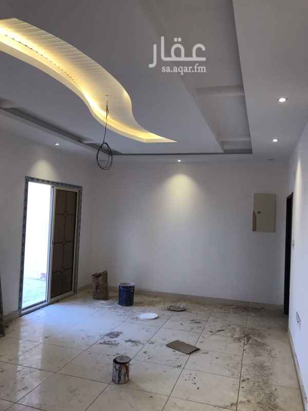 1729932 شقة في الملحق من 3 غرف كبيره وحمامين ومطبخ وغرفة غسيل وسطح مستقل كبير  في حالة الدفع شهريا يكون المبلغ 2000 ريال لكل شهر