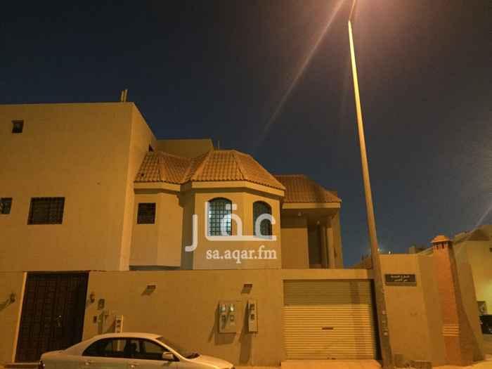 1818637 فلا نظيفة مقابل مسجد حوش واسع ومشب بدون سطح