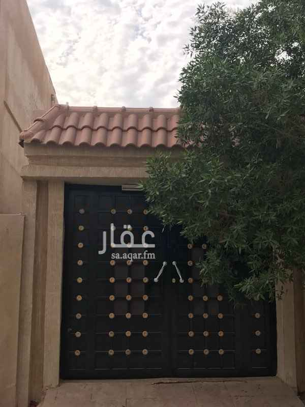 1217387 دور علوي  بجوار مدارس الملك خالد  بغرفه سائق و مدخل للسياره (السعر قابل للتفاوض )