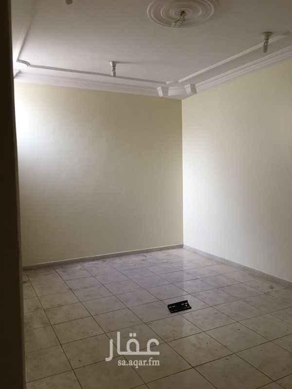 1270572 على شارع الامام البخاري  ثلاث غرف وصاله ودورتين مياه