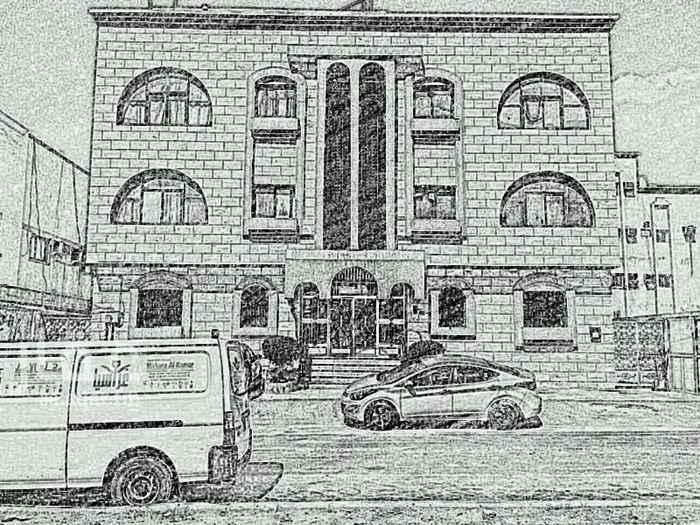 1514359 عماره في الفيصلية شمال الصرفي مول والممشي وغرب الستين 650 مكونه من12شقه من3غرف وصاله  الدخل150الف صافي العرض للزبون فقط الجاد طلب الوكيل 0535285286