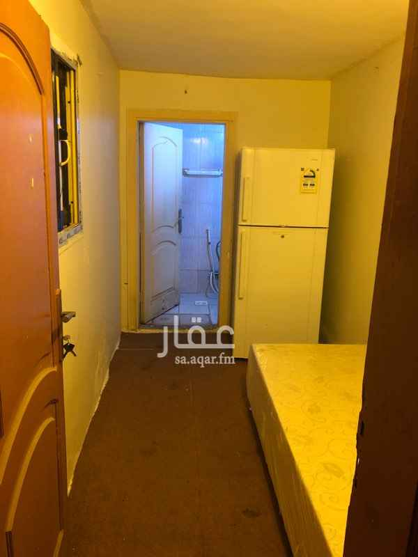 1781160 غرفة الايجار  شامل مياة كهربائى  سرير  حمام داخل الغرفة ثلاجة مكيف  مكان الغرفة حى المروه