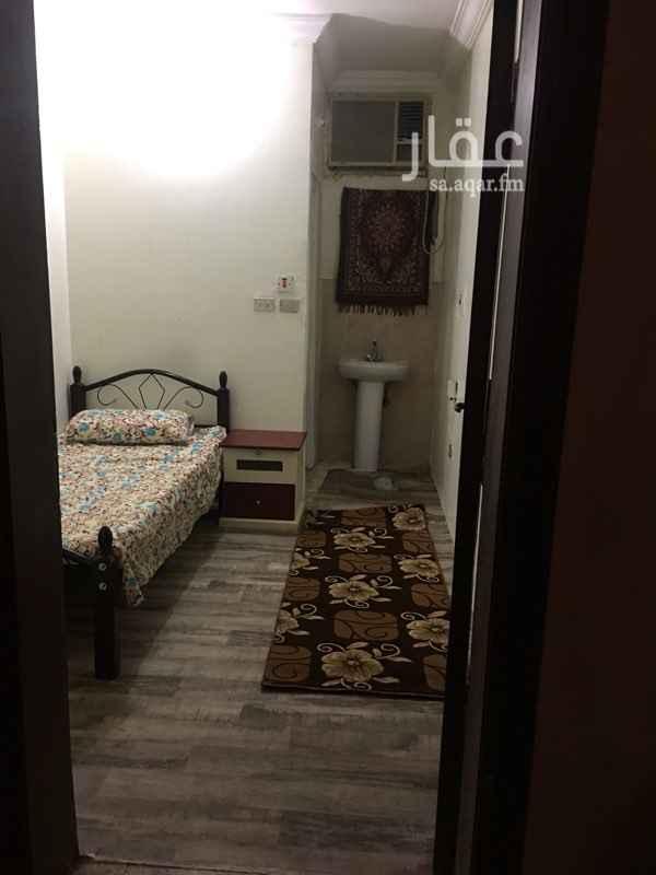 1273075 غرفة للعزاب . تشمل ( سرير ، كمودينة ، ثلاجة ، مكيف ، حمام ) . السعر يشمل الكهرباء - قابل للتفاوض - . المطلوب عقد من العمل يوضح بأنك على رأس العمل .