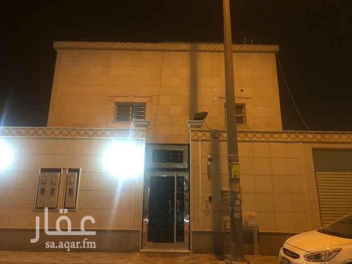 1433761 يوجد فيها غرفه جاهزه في السطح للسائق. موقعها في تلال الشفاء.  بناء شخصي. سبب البيع: شراء منزل جديد في شمال الرياض.
