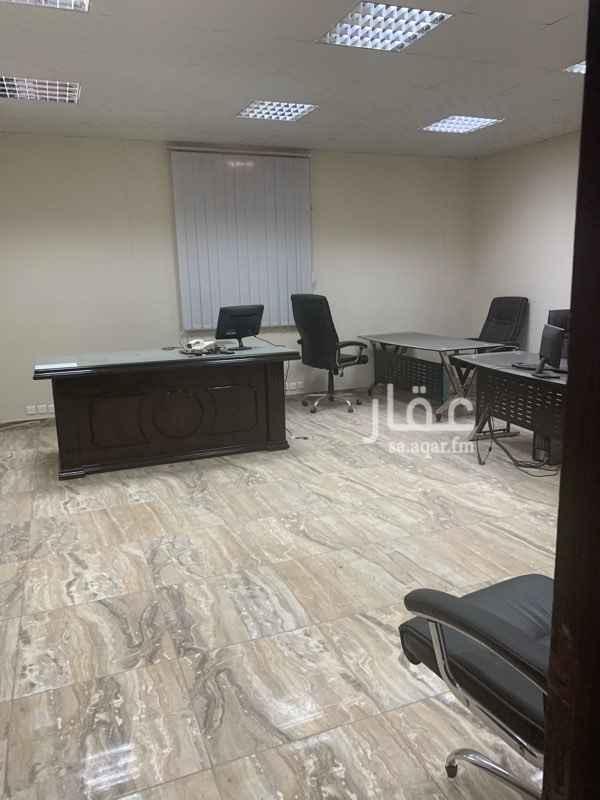 1586713 مكاتب للايجار طريق العيون الملبغ ٦٠ الف ريال ٤ مكاتب دورتين مياه افس