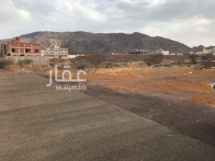 1329561 أرض في حمراء الاسد هـ الازفلت والكهرباء والماء واصله قريبة من المستشفى مساحة ٩٠٠ اضلاعها ٢٠*٤٥  على نص موقف من المالك مباشرة