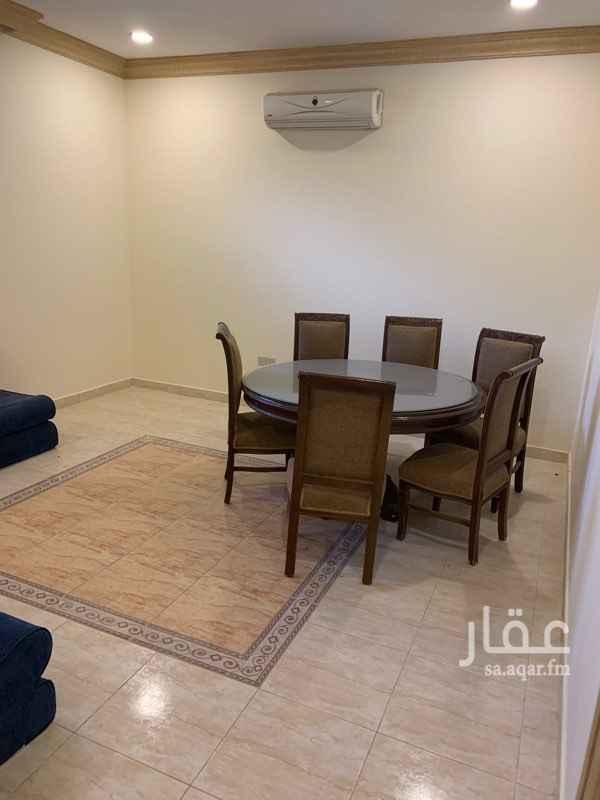 1754626 شقة بالدور الأرضي مكونة من غرفتين ومجلس وصالة كبيرة ومطبخ وثلاث دورات مياة وحالتها ممتازة ، ويوجد بها مطبخ ومكيفات
