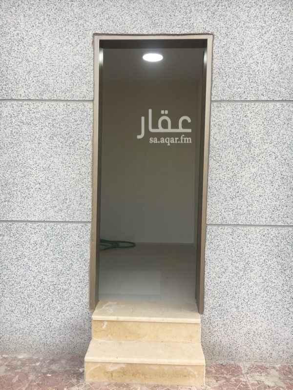 1292919 السلام عليكم لدينا غرفه للايجار. حي العارض  شرق عبد العزيز. جنوب ريحانه  للتواصل 0550044898. ابو محمد  شركة رمز المساكن العقاريه