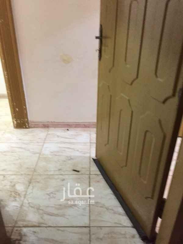 1641953 دورثاني حي الخليج يتكون من ثلاث غرف نوم ومجلس ومقلط وصاله للإيجار السنوي سته وعشرون الف ريال