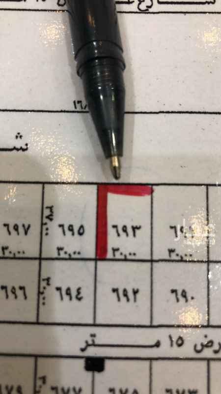"""1464012 24°54'30.3""""N 46°36'17.9""""E https://goo.gl/maps/6KKq9qdEhiu  ارض تجارية في الامراء   رقم القطعة ٦٩١ شمالية على  ٣٦  الأطوال ٣٠ على الشارع ٣٧ عمق  المساحة ١١١٠ م  قريبة من طريق الملك عبدالعزيز  موقع ممتاز"""