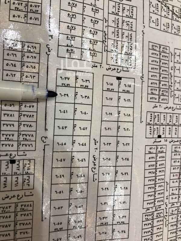 1543945 ارض للايجار  على رديف القوات  مسورة و بها غرفة بدورة مياة    الايجار على السوم