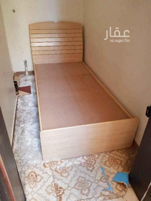 1504933 غرفة صغيرة للنوم فيها مكيف اسبليت وحمام خاص خارجي وموجود تأسيس ألياف بصرية