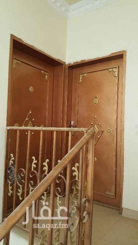 639242 شقة عوايل في فيلا مكونة من  ٣ غرف وصالة + مطبخ+٢حمام.مدخلين +سطح ...بالقرب  من مسجد بلال شارع بن الهيثم حي الخليج