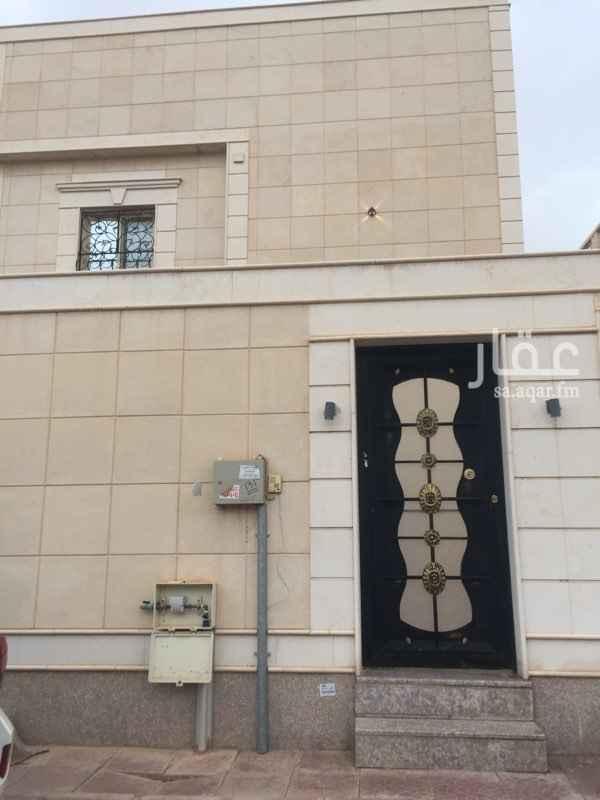 1581257 فيلا دبلكس للبيع المساحة 220 متر مربع درج داخلي غرفة سائق ومدخل سيارة عمر العقار 4 سنوات