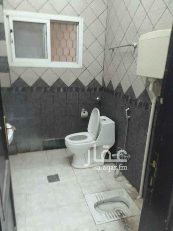 1369913 شقة عزاب للايجار شارع الحسن بن علي 3 غرفة وحمامين ومطبخ غير راكب ولاتوجد مكيفات